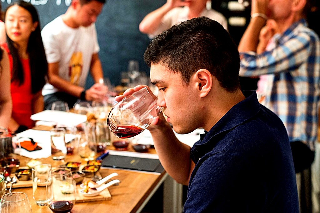 The flying winemaker pont des arts masterclass hong kong pont des arts - Pont des arts hong kong ...